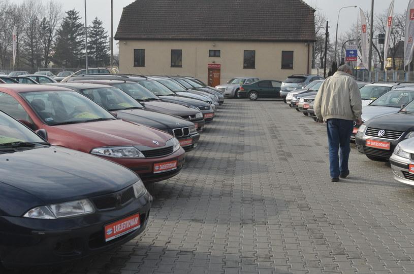 Polacy bardzo chętnie kupują samochody używane /