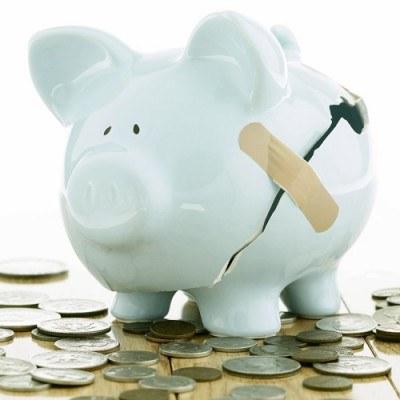 Polacy będą przejadać oszczędności, w sytuacji, gdy ceny wzrastają. /AFP