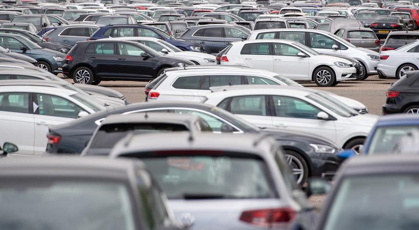 Polacy biorą 40 tys, kredytu na zakup auta. używanego! /Getty Images