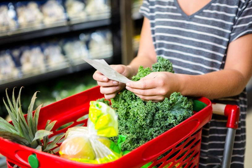 """Polacy chcą dbać o swoje zdrowie, chcą lepiej się odżywiać, szukają """"zdrowszych"""" produktów /123RF/PICSEL"""