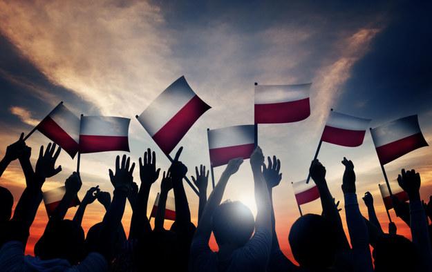 Polacy chcą więcej zarabiać /123RF/PICSEL