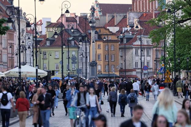 Polacy chętnie korzystają z poluzowania restrykcji / Leszek Szymański    /PAP