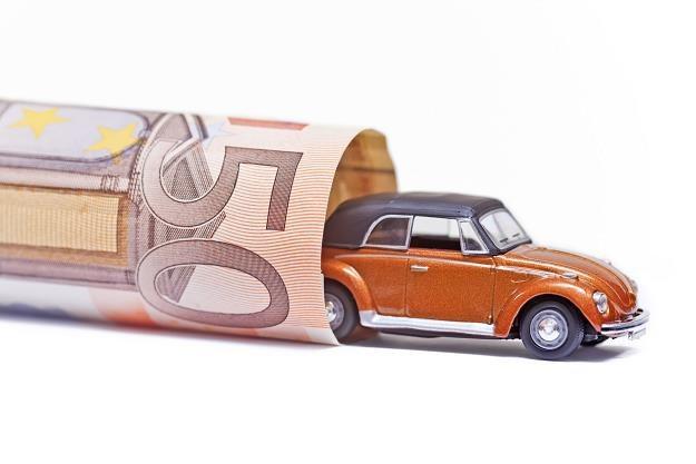 Polacy chętnie kupują dobra luksusowe. Najczęściej drogie samochody /©123RF/PICSEL
