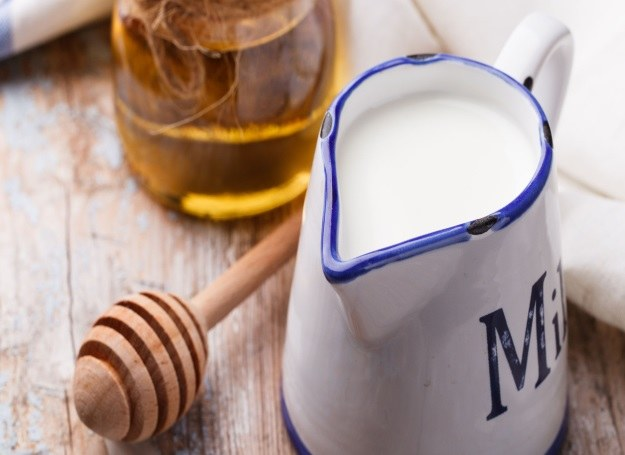 Polacy chętnie sięgają po mleczne wyroby ciesząc się ich świeżością i smakiem /123RF/PICSEL