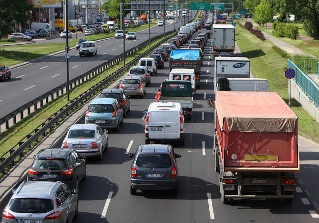Polacy ciągle niechętnie kupują nowe samochody / Fot: Stanisław Kowalczuk /East News