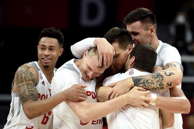 Polacy cieszą się po wygranej z Rosjanami /AFP