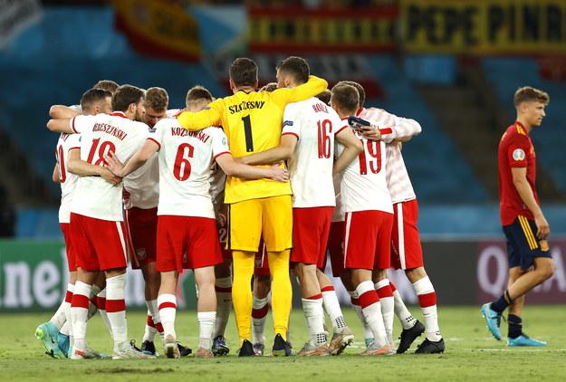 Polacy cieszą się po zremisowanym meczu z Hiszpanami /Marcel Del Pozo / POOL /PAP/EPA