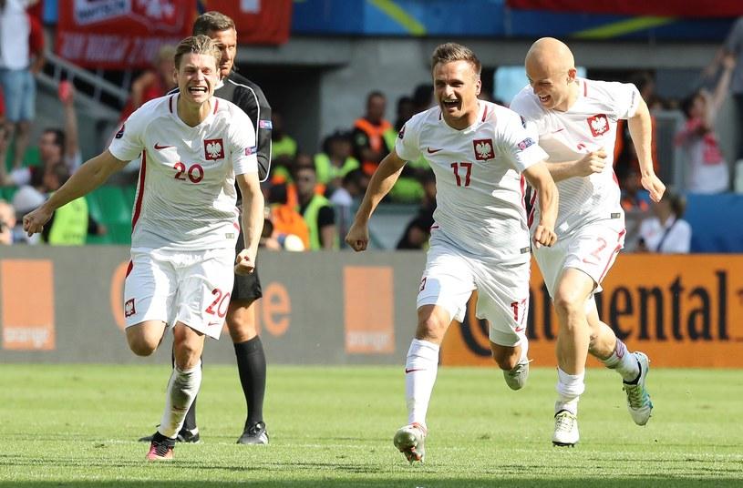 Polacy cieszą się z awansu do ćwierćfinału Euro 2016 /AFP