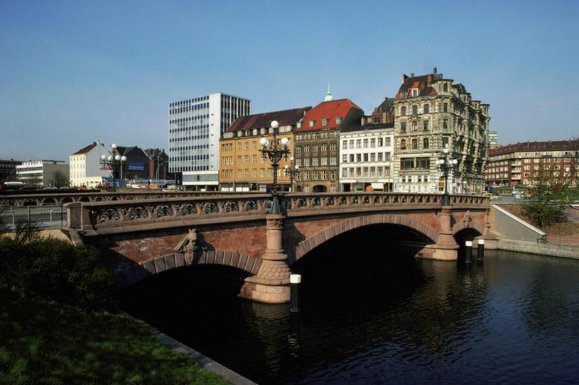 Polacy coraz chętniej emigrują do Niemiec (nz. Hamburg) /© Glowimages