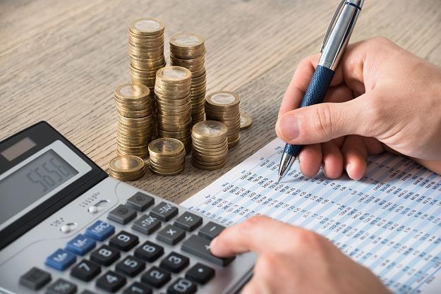 Polacy coraz częściej lokują swoje pieniądze w produkty inne niż lokaty bankowe /©123RF/PICSEL