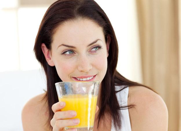 Polacy coraz częściej na śniadanie wybierają sok. /123RF/PICSEL