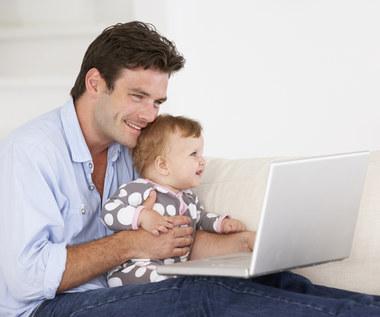 Polacy coraz częściej na urlopie ojcowskim