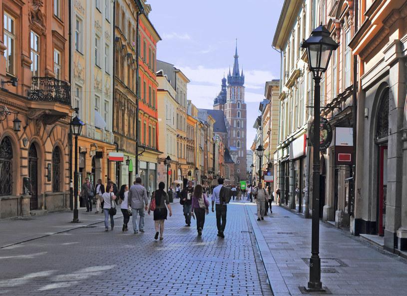 Polacy coraz częściej wypoczywają w miastach /123RF/PICSEL