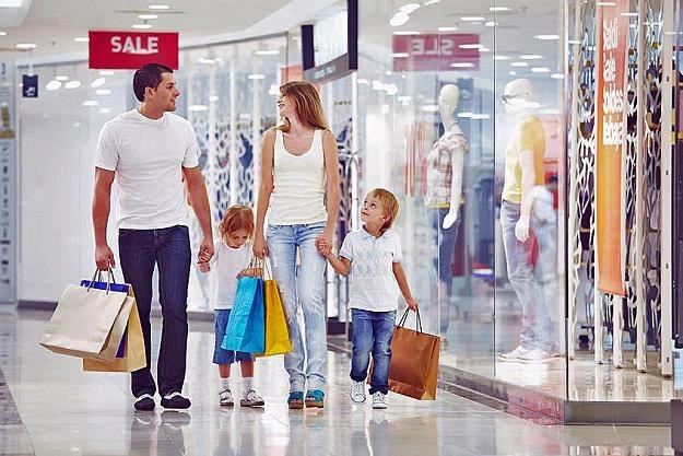 Polacy częściej wybierają zakupy w niedzielę niż w tygodniu /©123RF/PICSEL