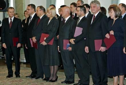 Polacy dobrze oceniają pierwszy miesiąc  rządów gabinetu Donalda Tuska /AFP
