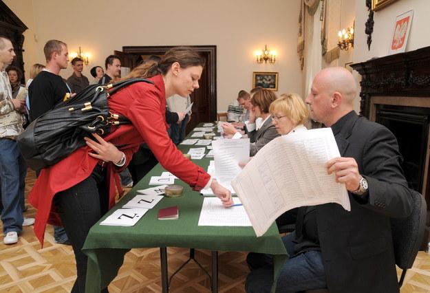 Polacy głosują w Londynie /Elżbieta Walenda /PAP