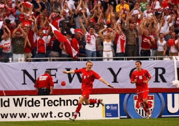Polacy grali już z USA na stadionie Soldier Field w roku 2004 /AFP