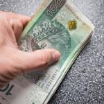 Polacy gromadzą gotówkę i stawiają na depozyty bieżące
