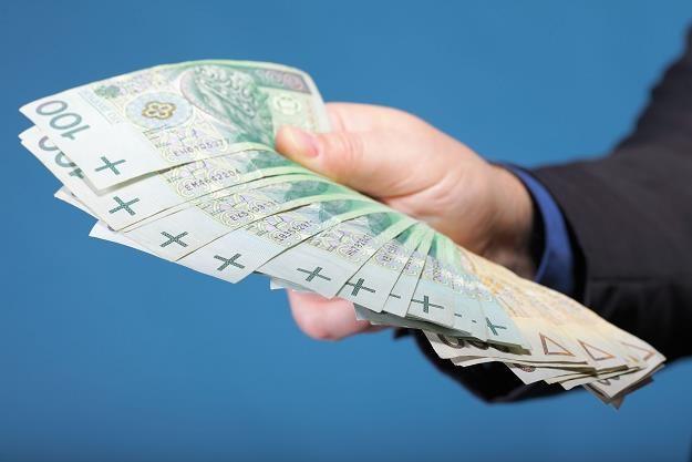 Polacy już nie chcą płacić gotówką - wolą bankowe karty /INTERIA.PL