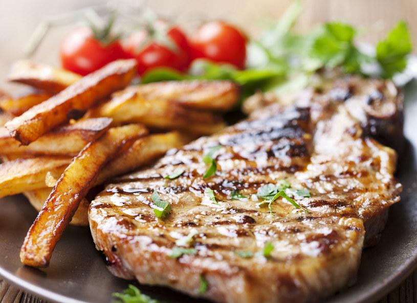 Polacy kochają mięso z grilla, ale coraz częściej grillują warzywa, owoce i ... kasze /123RF/PICSEL