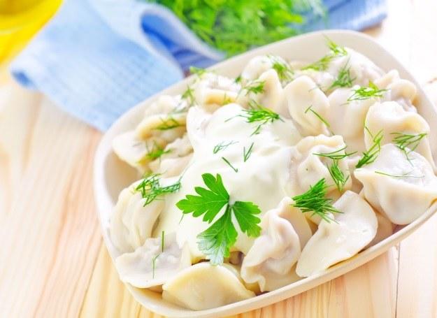 Polacy kochają pierogi, te z sosem smakują jeszcze lepiej! /123RF/PICSEL