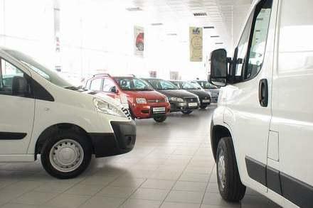 Polacy kupują nowe auta /INTERIA.PL