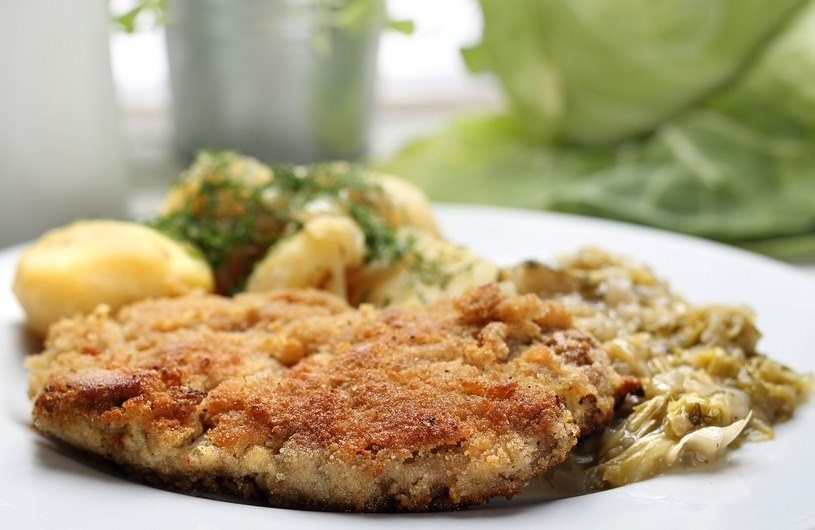 Polacy na ogół oceniają swoje posiłki jako podobne do tych spożywanych przez swoich rodziców /123RF/PICSEL
