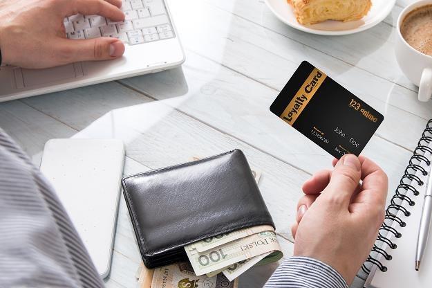 Polacy najczęściej korzystają z kart lojalnościowych w sklepach z odzieżą (zdj. ilustracyjne) /©123RF/PICSEL