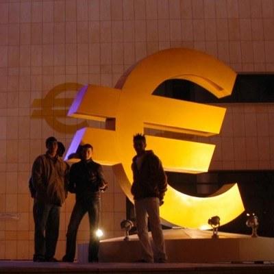 Polacy należą do największych przeciwników euro /AFP