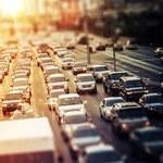 Polacy narzekają na korki, ale nie rezygnują z samochodów