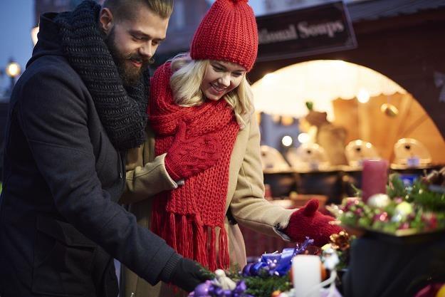 Polacy nie czują przymusu wydawania pieniędzy na święta... /©123RF/PICSEL