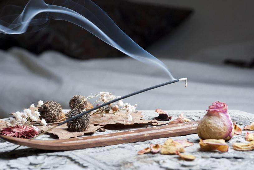 Polacy nie przepadają za zapachem cytrusów, uwielbiają za to aromat kadzidła /123RF/PICSEL