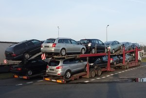 Polacy nieustannie wybierają samochody używane