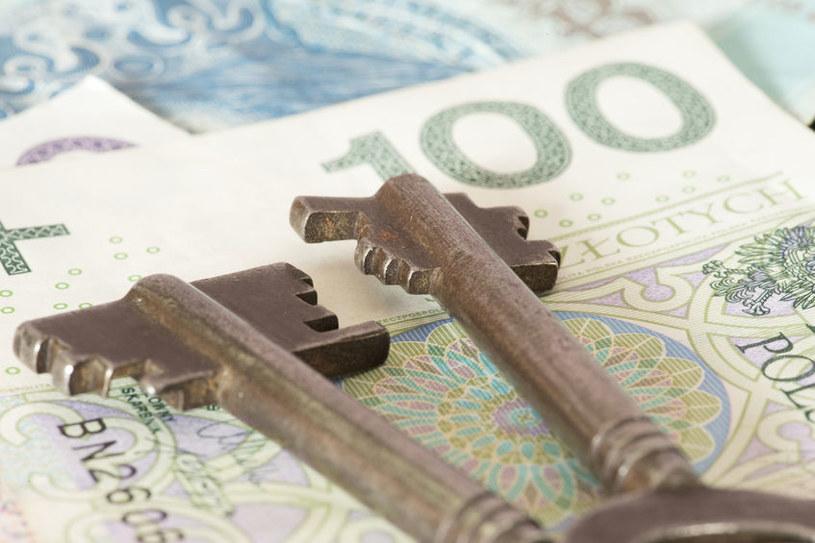 Polacy odkładają decyzje o zakupie mieszkań /123RF/PICSEL