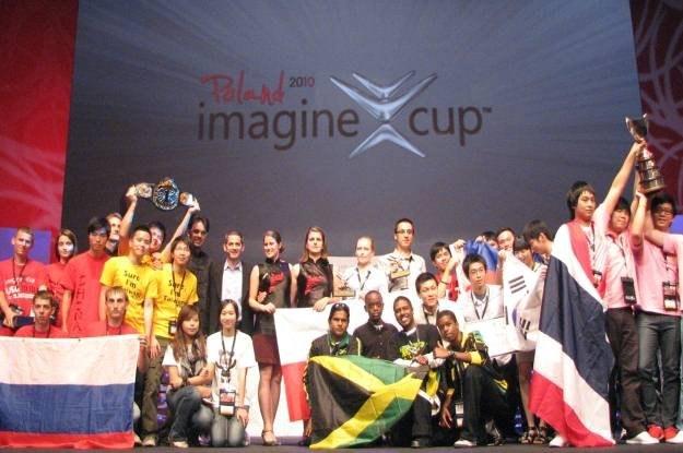 Polacy oraz inni studenci z całego świata, laureaci Imagine Cup 2010 - następcy Gatesa i spółki /INTERIA.PL