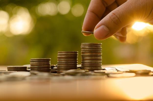 Polacy ostrożniej zaciągają pożyczki /©123RF/PICSEL