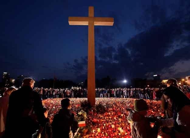 Polacy pod krzyżem, 11 kwietnia 2010 /Getty Images/Flash Press Media