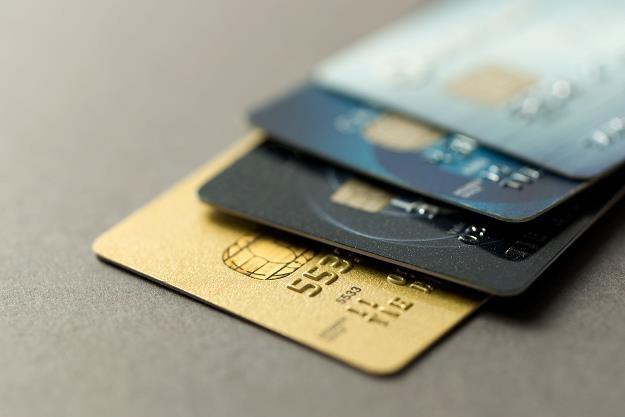 Polacy pokochali karty płatnicze i kredytowe /©123RF/PICSEL