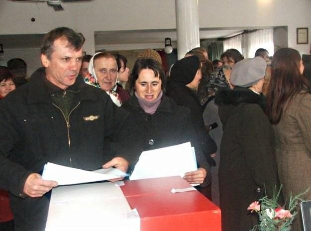 Polacy poszli wczoraj do urn /AFP