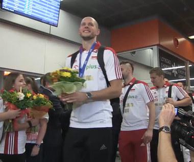 Polacy powitani na Okęciu po zdobyciu tytułu. Wideo