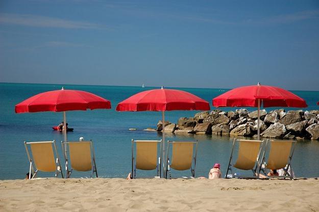 Polacy pracujący w turystyce będą zarabiać we Włoszech i Hiszpanii /© Panthermedia