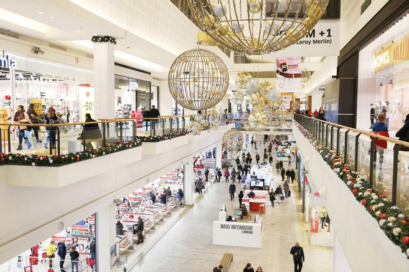 Polacy przed świętami szturmują galerie handlowe /Damian Klamka/East News /East News