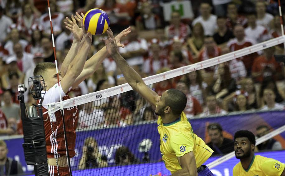 Polacy przegrali z Brazylią 1:3 /fivb /