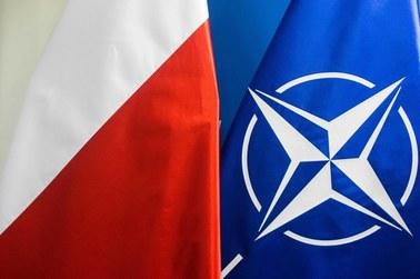 Polacy przeprowadzą szczepienia w kwaterze głównej NATO. Wykorzystają AstręZenekę z polskich zasobów