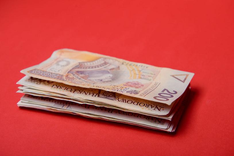 Polacy ratują pieniądze przed inflacją - inwestują w nieruchomości /123RF/PICSEL