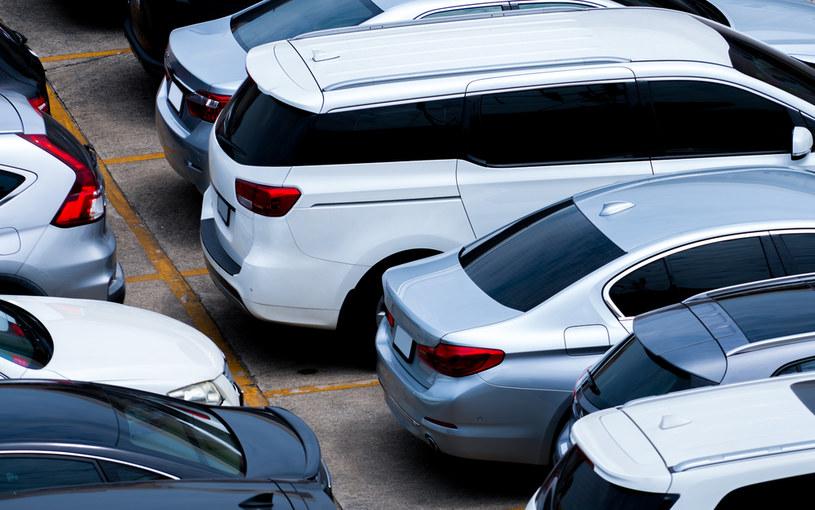 Polacy rejestrują coraz więcej pojazdów. W większości są używane i sprowadzone z zagranicy (zdj. ilustracyjne) /123RF/PICSEL