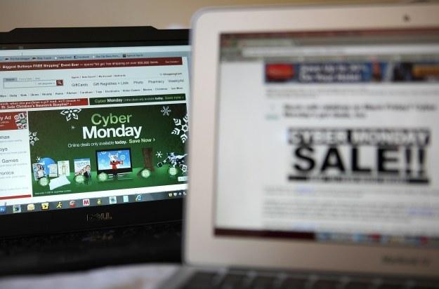 Polacy robią zakupy w sieci /AFP