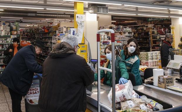 Polacy ruszyli do sklepów. Premier: Nie ma powodu