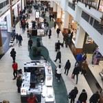 Polacy ruszyli na zakupy. Rekordy sprzedaży w sklepach odzieżowych i obuwniczych
