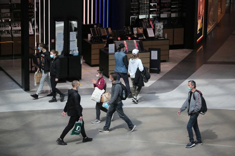 Polacy ruszyli znów na tradycyjne zakupy. /FOT. TOMASZ HO/Polska Press /&nbsp